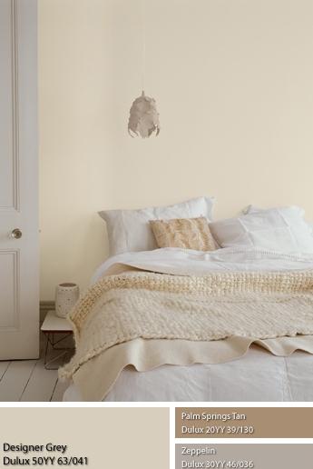 Màu sơn dulux và vật dụng thuộc nhóm kim trong phòng ngủ.