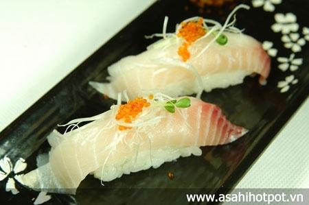 Cơm sushi cá tráp biển.
