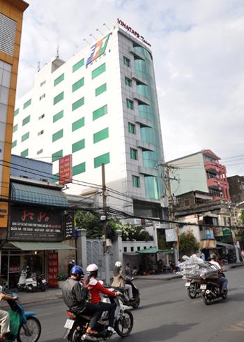 Người làm việc ở nhiều tòa nhà cao tầng tại TP HCM, Đồng Nai, Bình Thuận, Ninh Thuận, Vũng Tàu chiều 26/1 cảm nhận rõ rệt nhiều đợt rung lắc do dư chấn động đất 4,7 độ Richter ngoài khơi Vũng Tàu. Ảnh: Kiên Cường