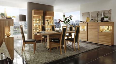 Bộ phòng ăn ET 226, Carrara (Nhà sản xuất: Venjakob). Những ai yêu thích màu sắc tự nhiên của gỗ sẽ rất thích thú khi được tân mắt nhìn ngắm bộ phòng ăn này. Sắc màu vàng nhạt như mang lại sự tươi trẻ cho toàn bộ không gian phòng ăn. Màu gỗ dẻ gai với các đường vân sáng thường được sử dụng trong trang trí nội thất ở châu Âu.