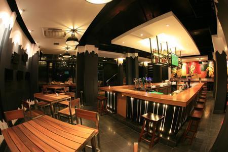 Khu vực bar bia tại Vuvuzela.