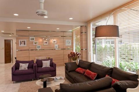 Phòng khách đầy quyến rũ bởi sự kết hợp giữa Laminate Kingdom và Formica.