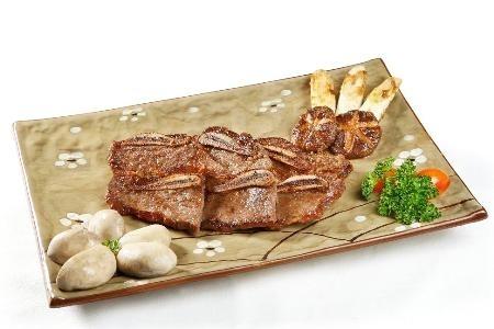 Sườn non bò Mỹ nướng sốt Nhật.