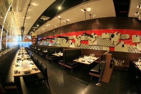 Dải tranh Sumo Koi Nobori tại nhà hàng SumoBBQ.