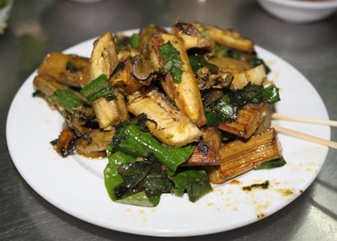 Vị bùi bùi của chuối xanh hòa quyện trong cái ngọt đặc trưng của ốc bươu đã tạo nên một món ăn thơm ngon mang đậm hương vị đất Bắc.