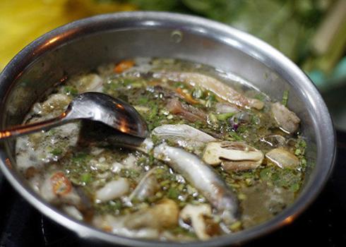 Lẩu cá kèo là món ăn lành tính, bạn có thể thưởng thức món ăn này trong thời tiết lạnh hay nắng nóng đều ngon miệng.