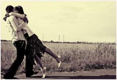 people-hugging-5962-1383813544.jpg