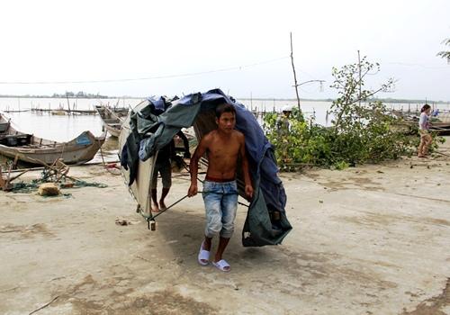 xóm Cồn Đâu năm nay sát biển Hải Dương nên thường xuyên phải chạy bão.