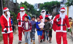 Ông già Noel trên những nẻo đường thiện nguyện