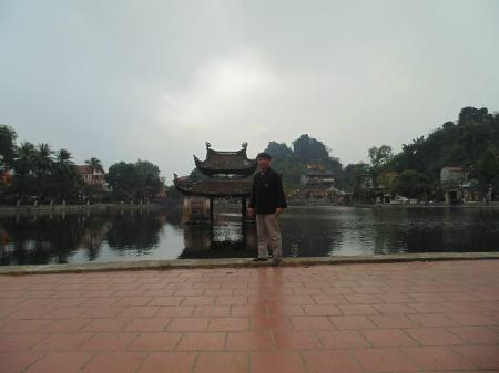 Cùng trong chuyến du Xuân, tôi đã ghé lại Chùa Tây phương ở Thạch Xá, Thạch Thất, Hà Nội. Bước đi chậm dãi trong chùa, tận mắt ngắm lại 72 pho tượng và chân dung các vị La Hán, lại bồi hồi đọc lại những câu thơ của Huy Cận: