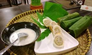 Bánh chuối cuộn nếp nướng chan nước cốt dừa