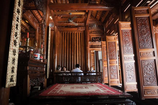 Ngôi nhà gỗ lim kết hợp đá ong
