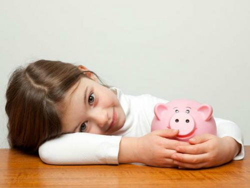 kid-saving-money-piggy-bank-60-1991-5862