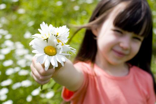 child-and-flower-3654-1421635981.jpg