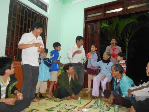 anh-1-me-dang-phat-tai-loc-cho-5828-8631