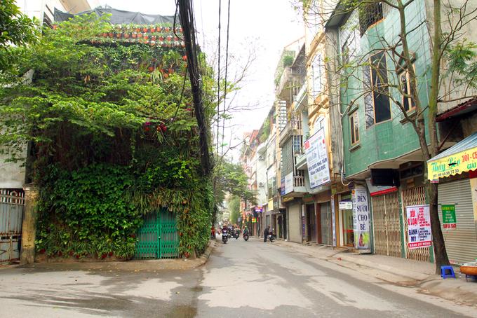 Nhà phủ kín cây xanh cả ba tầng