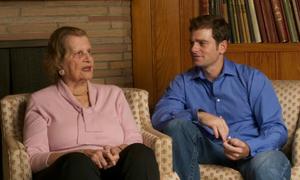 Tiếng sét ái tình giữa chàng trai 32 và cụ bà 92 tuổi