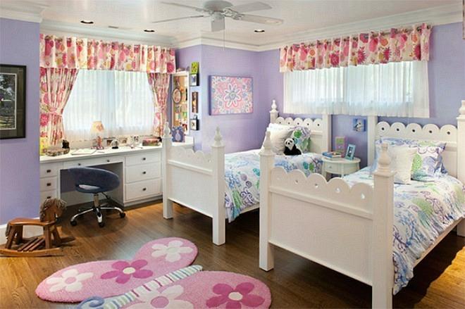 Phòng ngủ tươi vui nhờ họa tiết hoa lá
