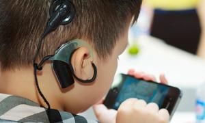Tháng ngày gian khó tìm âm thanh cho con khiếm thính