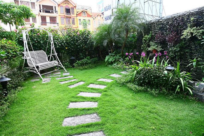 Nhà cải tạo với vườn xanh trên mái