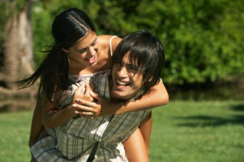 Teenage-couple-1213-1435972285.jpg