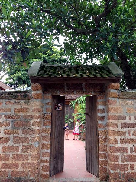 Ngôi nhà cổ tiện nghi với sân vườn nhiều cây xanh
