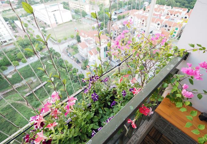 Vườn hoa ban công tưới bằng điện thoại điều khiển từ xa