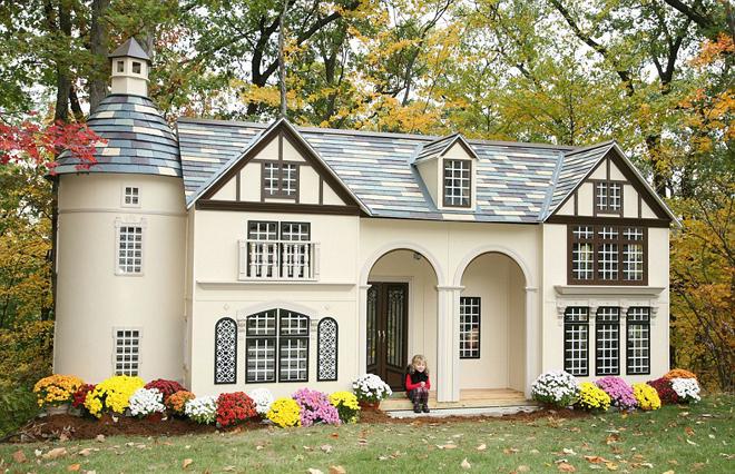 """<p class=""""Normal""""> Vợ chồng anh Stephen Chernicky (Pennsylvania, Mỹ) quyết định tự sản xuất nhà mini cho trẻ sau khi tìm mãi không được một ngôi nhà đồ chơi thích hợp cho con gái.</p>"""