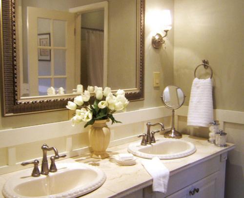 Phòng tắm đẹp như trong khách sạn nhờ bình hoa nhỏ - VnExpress Đời sống