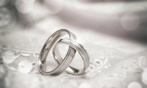 Bối rối vì bạn gái có bầu mà không đủ tiền làm đám cưới