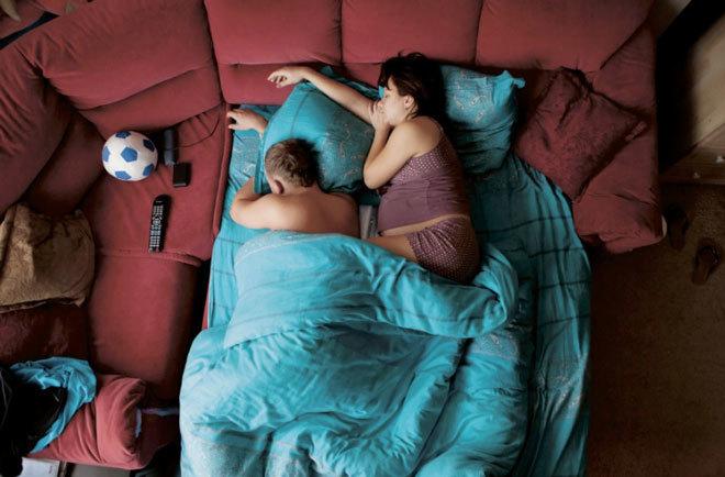 Các gia đình ngủ thế nào khi vợ có bầu
