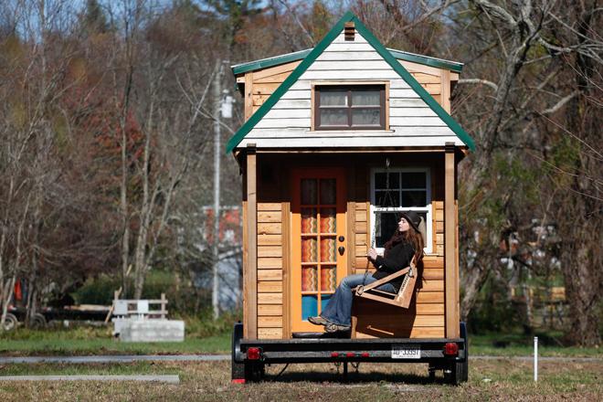 Cặp vợ chồng đi vòng quanh nước Mỹ trong ngôi nhà tí hon
