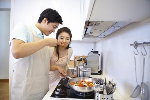 Sợi dây gắn kết càng được thắt chặt khi chia sẻ việc nhà với người bạn đời.