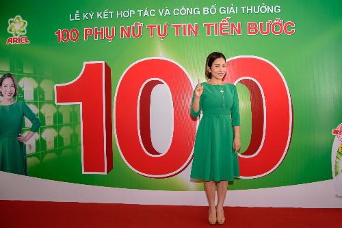 100-tam-guong-phu-nu-tu-tin-tien-buoc