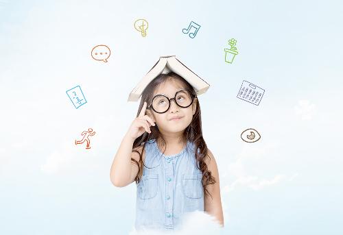 Trẻ con luôn thắc mắc để dựng nên thế giới phủ đầy màu sắc thần tiên quanh chúng.