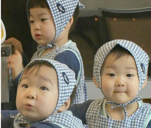 3-be-trai-sinh-ba-hut-hang-trieu-fan-khap-chau-a-6