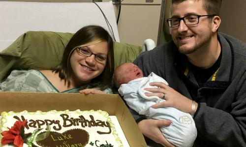 Con trai ra đời đúng sinh nhật của cả bố và mẹ