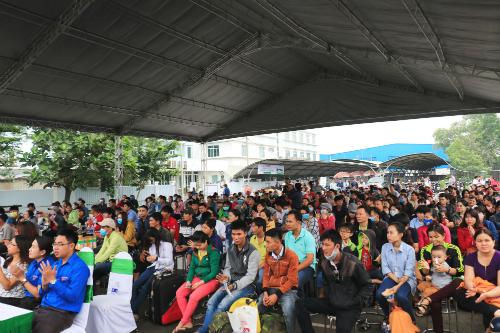 Hơn 400 công nhân đã tham gia chương trình Chuyến xe gắn kết  Tết đầy yêu thương do FE Credit phối hợp tổ chức