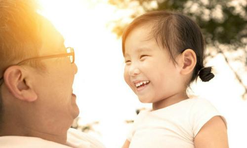 Chuyên gia nhi ở Anh: 'Trẻ không chịu chào người lớn là tốt'