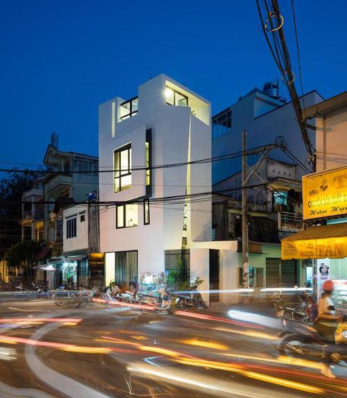 Nhà 27m2 nổi bật giữa phố Sài Gòn vì kiến trúc lạ