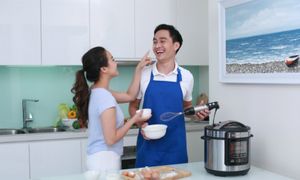 4 bí quyết hâm nóng tình cảm vợ chồng từ trong gian bếp