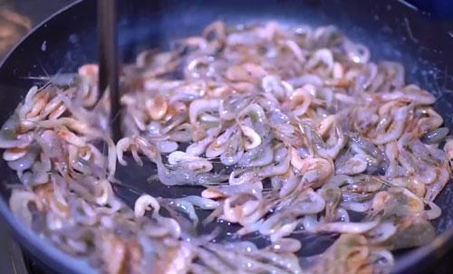 ngon-com-voi-tep-dong-rang-khe-chua