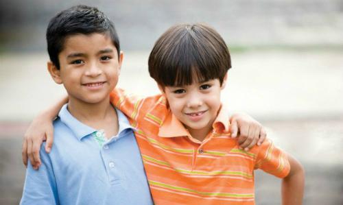 5 cách của chuyên gia Harvard để con bạn không vô tâm ích kỷ