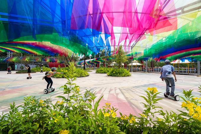 Sân chơi liên tục biến đổi màu sắc ở Sài Gòn