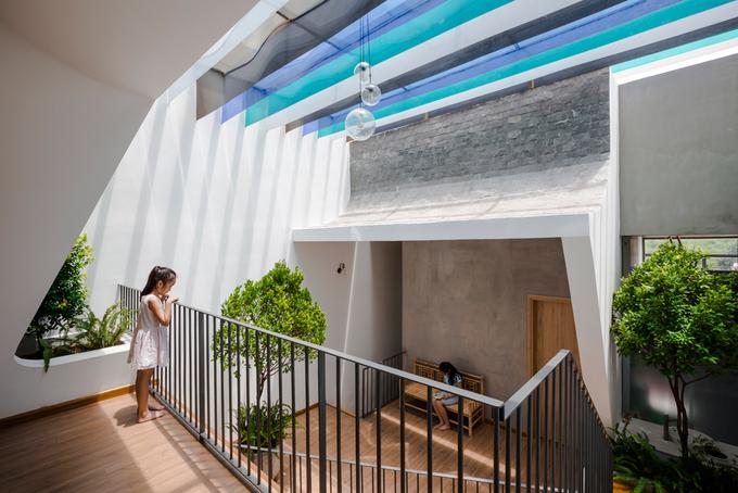 Gia chủ Bình Dương làm sân vườn lung linh nắng giữa nhà