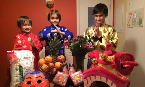 Gian nan dạy con Tây nói tiếng Việt