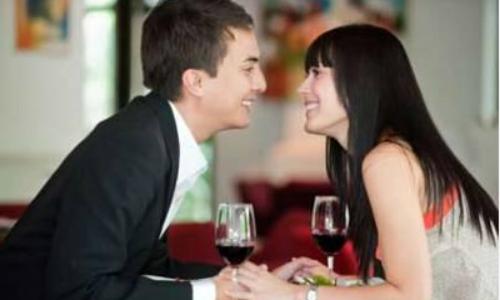 Vì sao phụ nữ thành đạt thường yêu đàn ông kém cỏi?