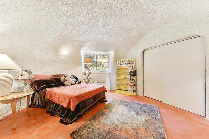 Ngôi nhà bị hàng xóm chê xấu xí mà bán được triệu đô
