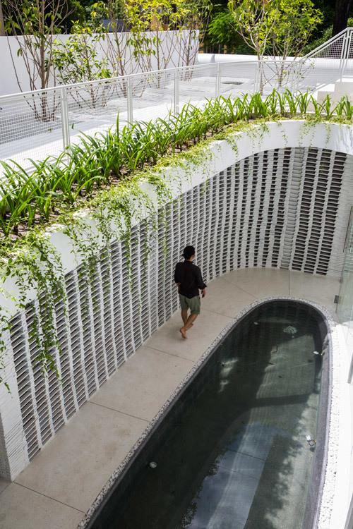 Giếng trời hình giọt nước khổng lồ giữa nhà phố Sài Gòn