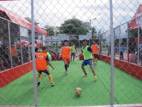 bóng đá đã giúp hai anh em luôn vận động kiên trì, rèn luyện tính dẻo dai và tinh thần tốt
